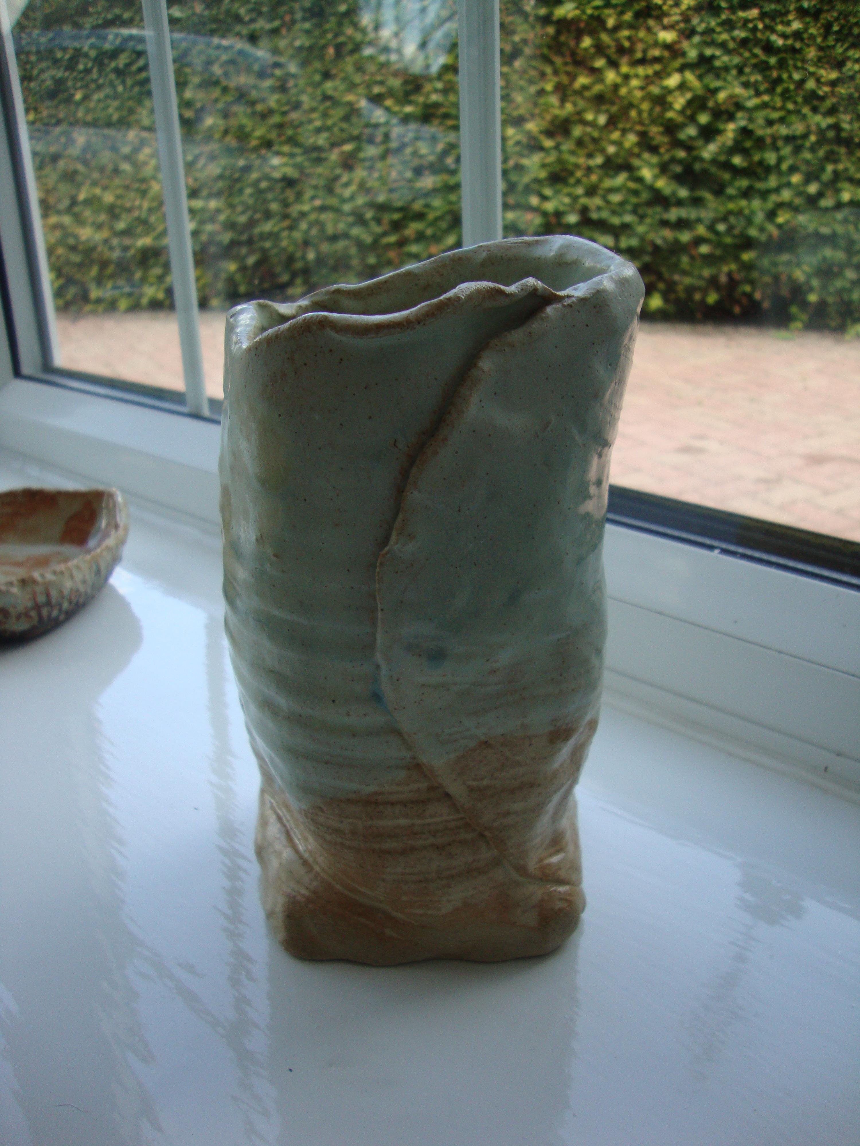 folder ceramic pot